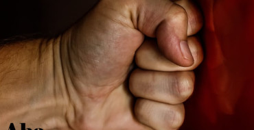 fist-blow-power-wrestling-163431