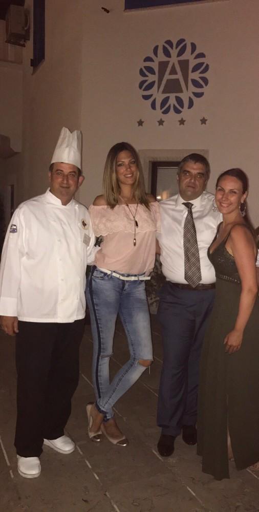 Gl. i odg. urednica Anita Lazic i Nina Radulovic sa šefom kuhinje Aleksandrom i direktorom hotela Boskom Balicem