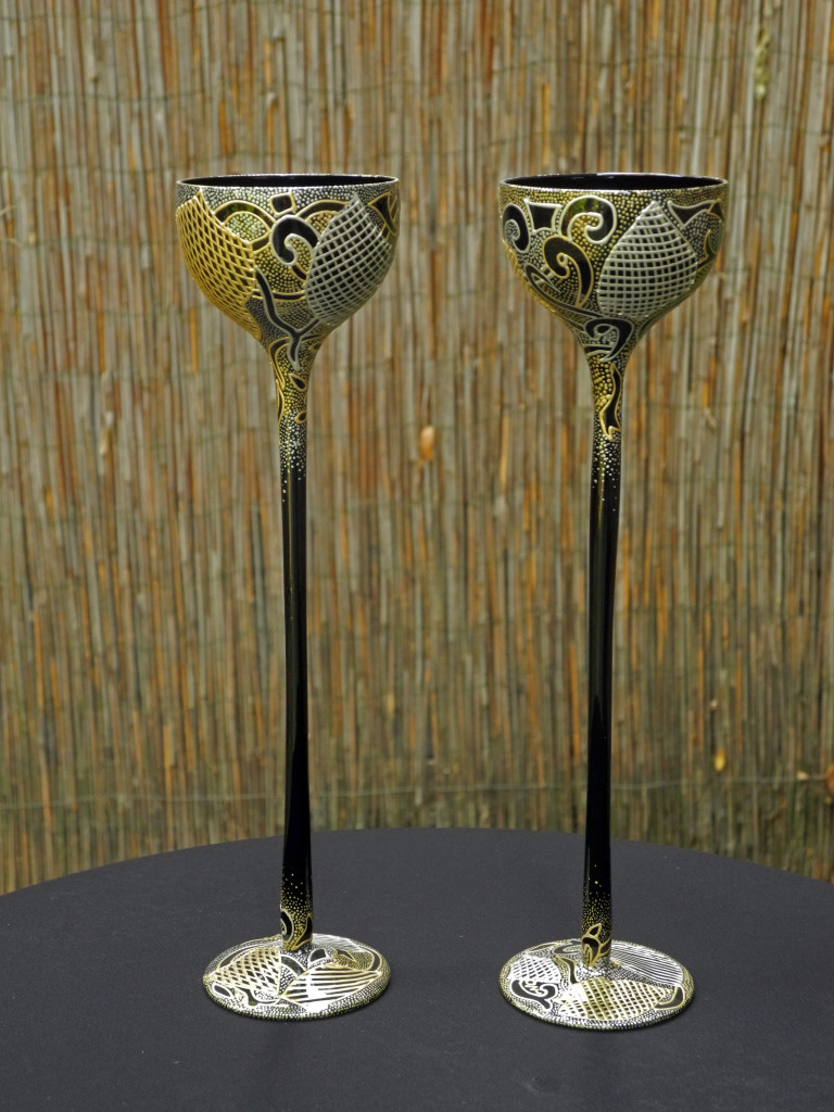 Par svecnjaka oblih,crno staklo,srebrna i zlatna nit